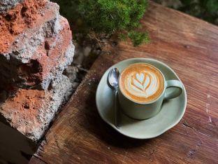 Foto 1 - Makanan(Hot Cappuccino) di Sama Dengan oleh Fadhlur Rohman