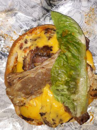 Foto 4 - Makanan di Lawless Burgerbar oleh Mouthgasm.jkt