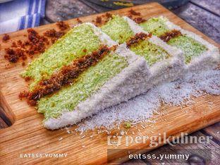 Foto 13 - Makanan(Klepon Pandan Cake) di Kopi Kitchen oleh Yummy Eats