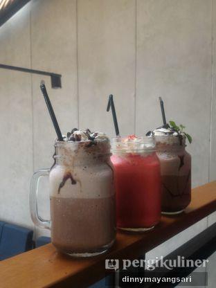 Foto 9 - Makanan(Triple Chocolate Milkshake, Redvelvet Milkshake, Choco Mint Frappuccino ) di Beranda Depok Cafe & Resto oleh dinny mayangsari