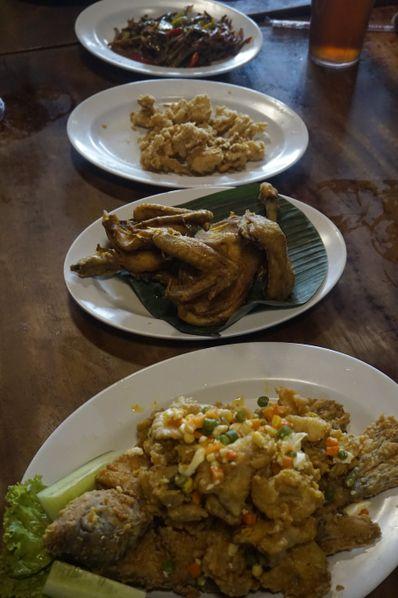 Galeri Foto Makanan Dan Suasana Di Rumah Makan Kampung Kecil