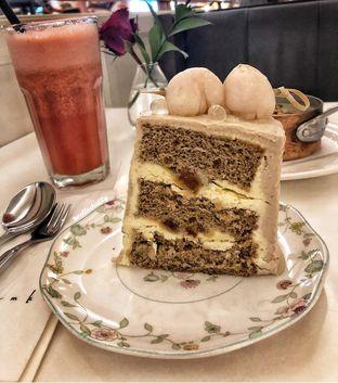 Foto - Makanan(Ice lychee tea cake) di AMKC Atelier oleh Stellachubby