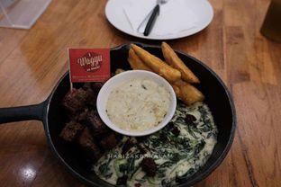 Foto 1 - Makanan di Steak Hotel by Holycow! oleh harizakbaralam