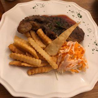 Foto 1 - Makanan di Giggle Box oleh @Perutmelars Andri