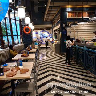 Foto 4 - Interior di Fish & Co. oleh @NonikJajan
