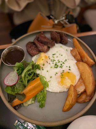 Foto 9 - Makanan(Steak & Eggs) di Benedict oleh Maria Marcella