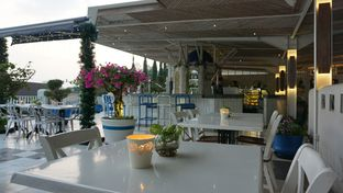 Foto 5 - Eksterior(Ambience Of The Venue) di Orofi Cafe oleh jkthungry