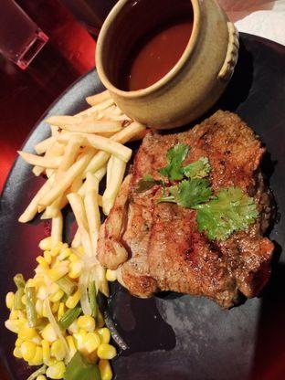 Foto 3 - Makanan(Sirloin steak 200gr) di Suis Butcher oleh Elena Kartika
