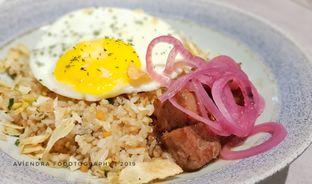 Foto 2 - Makanan(Garlic Saikoro Beef Fried Rice) di Savannah Cafe & Resto oleh Avien Aryanti