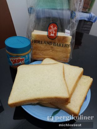 Foto review Holland Bakery oleh Mich Love Eat 5