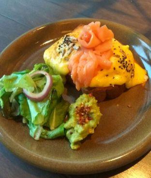 Foto 2 - Makanan(Eggs benedict broadway style (IDR 115k)) di Toby's Estate oleh Renodaneswara @caesarinodswr