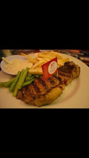 Foto - Makanan di Holycow! STEAKHOUSE by Chef Afit oleh liviacwijaya