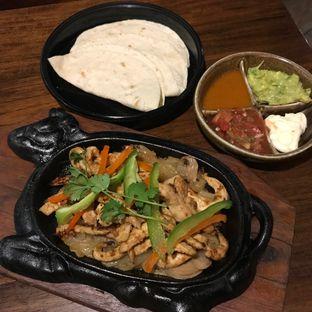 Foto 1 - Makanan(Chicken fajita) di Amigos Bar & Cantina oleh Pengembara Rasa