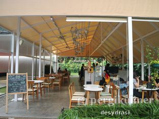 Foto 2 - Interior di Volks Cafe Kozi Coffee - Hotel Malaka oleh Makan Mulu