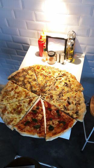 Foto 11 - Makanan di Sliced Pizzeria oleh Prido ZH