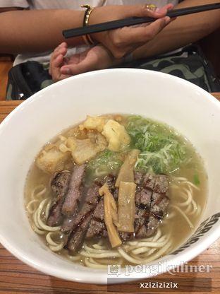 Foto 2 - Makanan(Beef Ramen) di Hajime Ramen oleh zizi