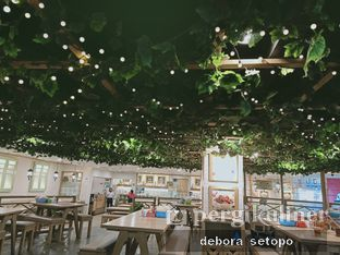 Foto 2 - Interior di Bakso Lapangan Tembak Senayan oleh Debora Setopo