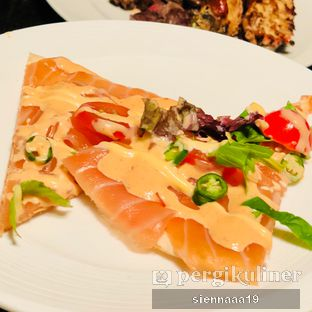 Foto 5 - Makanan(sashimi pizza) di Edogin - Hotel Mulia oleh Sienna Paramitha