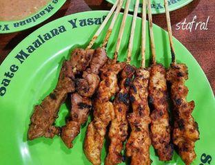 Foto - Makanan(Sate Ayam) di Sate Maulana Yusuf oleh Stanzazone