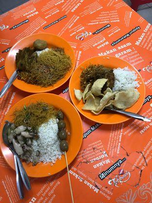 Foto 1 - Makanan di Nasi Uduk Bu Sum oleh Della Ayu