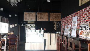 Foto 5 - Interior di Meet Me Cafe oleh Airin Sherry