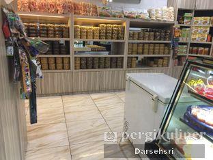 Foto 4 - Interior di Rose Bakery & Catering oleh Darsehsri Handayani