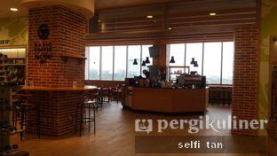 Foto 8 - Interior di Hario Coffee Factory oleh Selfi Tan