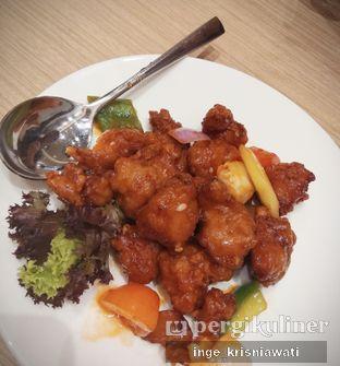 Foto 1 - Makanan(Sweet Sour Pork Lychee) di PUTIEN oleh Inge Inge