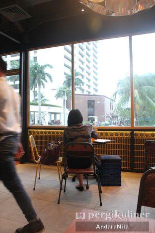 Foto 5 - Interior di The People's Cafe oleh AndaraNila