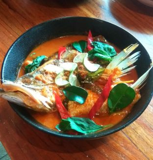 Foto 3 - Makanan(Fish Head Curry) di Ying Thai oleh Renodaneswara @caesarinodswr