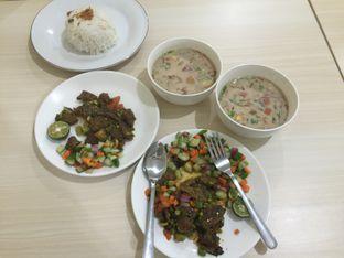 Foto 3 - Makanan di Soto Pak J oleh Theodora