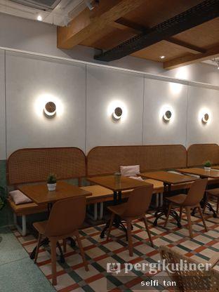 Foto 3 - Interior di Grouphead Coffee oleh Selfi Tan