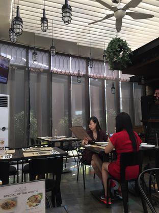 Foto 3 - Interior di De Luciole Bistro & Bar oleh Theodora