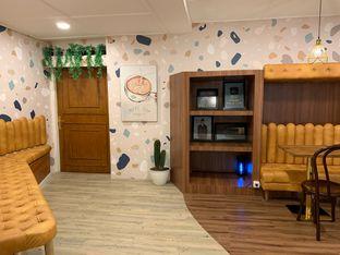 Foto 9 - Interior di Wake Cup Coffee oleh shasha