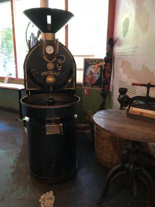 Foto 4 - Interior di Blumchen Coffee oleh @Sibungbung