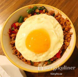 Foto 5 - Makanan(thai minced chicken basil) di The People's Cafe oleh Tiny HSW. IG : @tinyfoodjournal