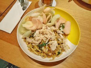 Foto 5 - Makanan(mie goreng) di Wok 'N' Tok - Yello Hotel Jemursari Surabaya oleh Ratu Aghnia