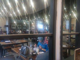 Foto 4 - Interior di Upnormal Coffee Roasters oleh Fadhlur Rohman