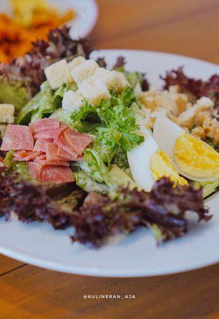Foto 2 - Makanan(Caesar Salad) di Si Mbok oleh @kulineran_aja