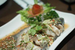 Foto 3 - Makanan(steamed fish) di The Porte Eatery and Cafe - FM7 Resort Hotel oleh Edward Kurnia