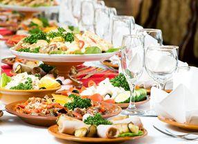 Ingin Menggelar Pesta Resepsi Pernikahan? Ini Tips Mencari Vendor Katering yang Enak