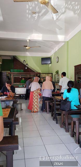Foto 2 - Interior di Soto Ayam Kampung Cak Mu'in oleh @teddyzelig