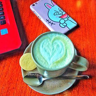 Foto 27 - Makanan(Avocado latte ) di Convivium oleh duocicip