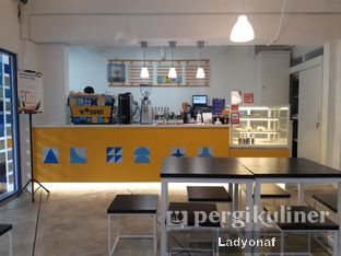 Foto 4 - Interior di Yoshi! Coffee oleh Ladyonaf @placetogoandeat