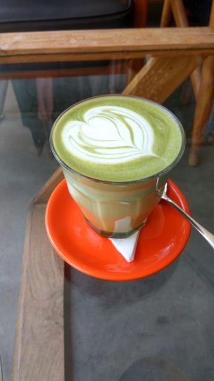 Foto 1 - Makanan(Green Tea Latte (IDR 45k)) di Tanamera Coffee Roastery oleh Renodaneswara @caesarinodswr
