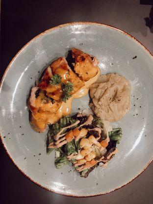 Foto 1 - Makanan(Chicken Spinach) di Kavove Cafe oleh Saturdating