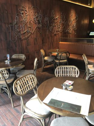 Foto 6 - Interior di FLYNN Dine & Bar oleh feedthecat