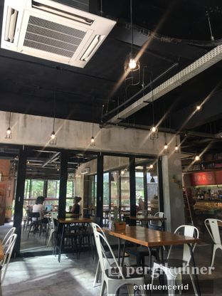 Foto 5 - Interior di Routine Coffee & Eatery oleh Illya Adista