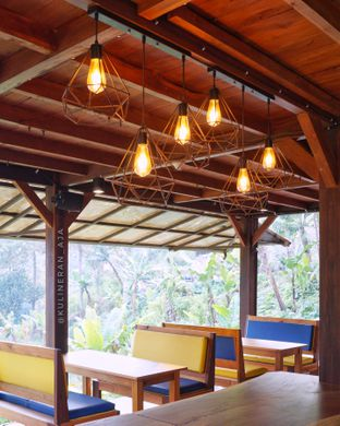Foto 5 - Interior di Cascara Coffee oleh @kulineran_aja