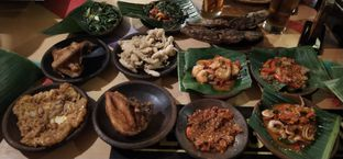 Foto 1 - Makanan di Waroeng SS oleh Pinasthi K. Widhi